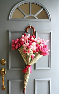 14 Frugal Easter Decorating Ideas to DIY Easter Porch Decor Ideas, Easter wreath ideas, Easter decoration ideas, Easter DIY decor, Spring umbrella wre Diy Spring Wreath, Spring Door Wreaths, Diy Wreath, Wreath Ideas, Easter Wreaths, Yarn Wreaths, Ribbon Wreaths, Tulle Wreath, Floral Wreaths
