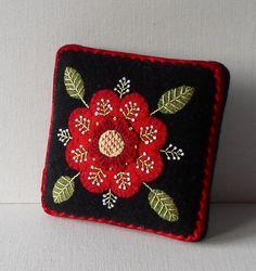 Hechos a mano aguja cojín lana afieltrada rojo flor alfiletero