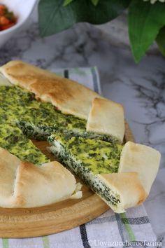 La torta salata con gli spinaci è una ricetta molto semplice e veloce che ci permetterà di utilizzare tutti gli avanzi di formaggi che abbiamo in frigo. #PinterestxAltervista