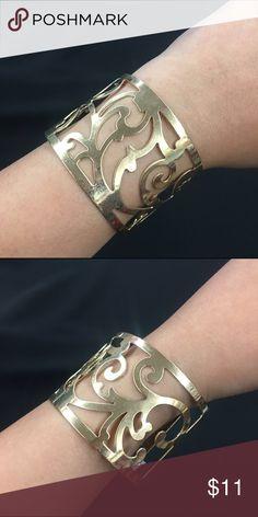 🌻Golden Cuff🌻 Beautiful golden scroll cuff! Jewelry Bracelets