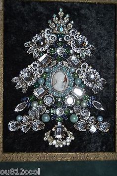 Vintage-Framed-Jewelry-Christmas-Tree-Blue-December