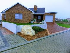 Beautiful One Bedroom Self Catering Unit in Struisbaai. Perfect for a Couple.