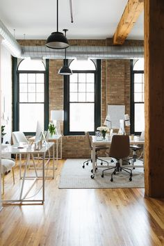 Office Design Ideas For Small Office Industrial Office Space, Cool Office Space, Office Workspace, Office Den, Office Inspo, Small Office, Business Office Decor, Home Office Decor, Home Decor