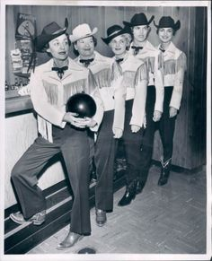 Looks like a hell of group of hands. Cowgirl bowling team, ca. Vintage Western Wear, Vintage Cowgirl, Cowboy And Cowgirl, Urban Cowboy, Vintage Sport, Cowgirl Style, Western Costumes, Western Outfits, Cowgirl Costume