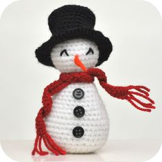 - with translator - Grietjekarwietje: Haakpatroon sneeuwpopje Crochet Snowman, Christmas Crochet Patterns, Crochet Christmas Ornaments, Holiday Crochet, Christmas Decorations To Make, Christmas Crafts, Crochet Gratis, Crochet Amigurumi, Amigurumi Patterns