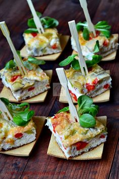Fritatta with Peppers and Mushrooms. Fritatta is of Italian origin and is basically a kind of omelet that is baked. (in Romanian) Healthy Breakfast Recipes, Brunch Recipes, Appetizer Recipes, Vegetarian Recipes, Cooking Recipes, Appetizers, Strudel, Empanadas, Great Recipes