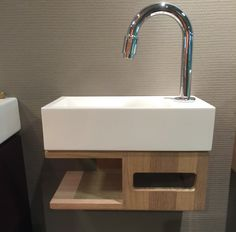 Sink and towelholder in one! Small Bathroom Sinks, Bathroom Toilets, Modern Bathroom, Modern Toilet, Small Toilet Room, Guest Toilet, Downstairs Toilet, Wooden Table Diy, Toilet Tiles