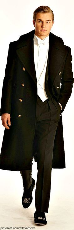 Those slippers are awful, but the rest is awesome Ralph Lauren ~ FALL 2014 MENSWEAR Purple Label. Moncler, Sharp Dressed Man, Well Dressed Men, Fashion Moda, Mens Fashion, Black Tie Affair, Fitness Magazine, Suit And Tie, Gentleman Style