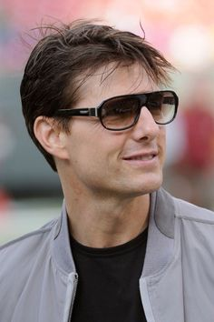 Celebrating Tom Cruises Hair Through the Years Tom Cruise Short, Tom Cruise Hair, Hair Evolution, Scott Eastwood, Claire Danes, Hollywood Celebrities, American Actors, Gq, Sexy Men