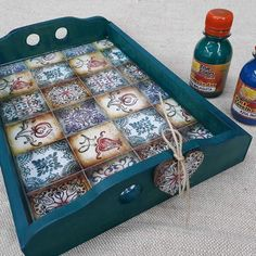 Let& go tray today . Wooden Projects, Wooden Crafts, Diy Craft Projects, Craft Ideas, Decoupage Wood, Napkin Decoupage, Crafts For Girls, Hobbies And Crafts, Azulejos Diy