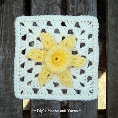 My Crochet, Mis Fabrics: Daffodil - Granny with Daffodil Flower for The Sibol Group and Tutorial / Squares of grandmother with a flower daffo ...