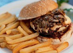 Hambúrguer teriyaki (Foto: Ricardo Corrêa/Editora Globo) | teriyaki burger recipe
