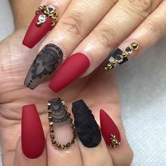 What do you guys think of these nails? @nailsbymztina #hudabeauty