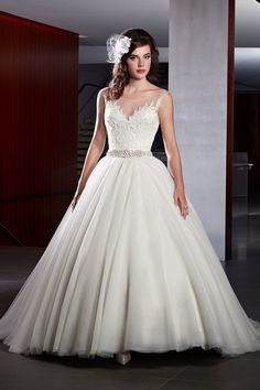 Wedding gown by Karelina Sposa