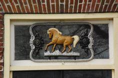 Kolham: Hoofdweg 52: Paard in gietijzer.