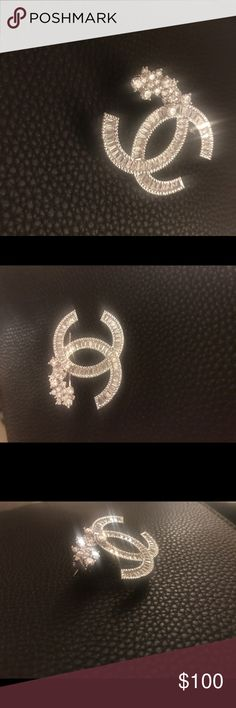 Women's brooch , crystal detailing ,very versatile Crystal detailing, very versatile, classy, timeless look Jewelry Brooches