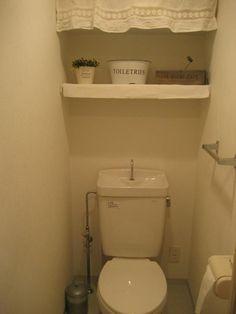 こんな収納法もあったんだ!トイレの棚を使ったおしゃれな収納法とは? | iemo[イエモ]