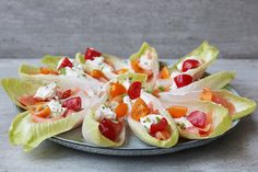 Witlofhapjes met zalm en roomkaas! Slow Food, Omelet, Fodmap, Party Snacks, New Recipes, Potato Salad, Tapas, Sushi, High Tea