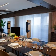 Stylish vertical #honeycomb #blinds perfectly complement the #decor in this #modern #diningroom