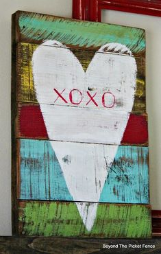 reclaimed wood rustic valentine heart - featured at KnickofTime.net