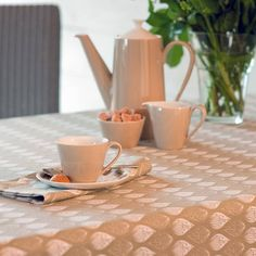 original_isabella-tablecloth.jpg (899×900)