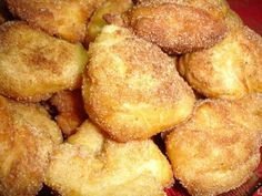 vote) 400 g of cooked and squeezed chila 4 c. flour soup 4 eggs zest of an orange 1 c. Portuguese Sweet Bread, Portuguese Desserts, Portuguese Recipes, Italian Recipes, Portuguese Food, Donut Recipes, Snack Recipes, Dessert Recipes, Cooking Recipes