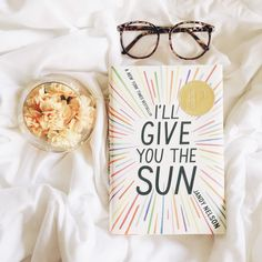 """ #book #illgiveyouthesun #jandynelson #flowers #flores #livro #bookworm #bookaholic #glasses #bed #oculos #cama"""