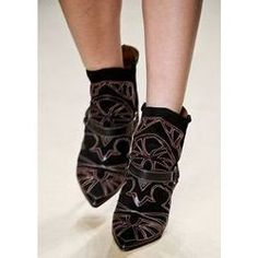 Google Afbeeldingen resultaat voor http://cdn101.iofferphoto.com/img3/item/523/348/595/l_isabel-marant-blackson-boots-bnib-plus-store-tote-shoe-2e74.jpg