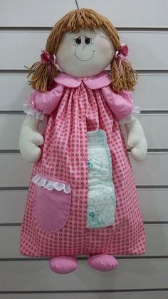 PORTA FRALDA / porta calcinha Homemade Christmas Presents, Christmas Crafts, Tiny Dolls, Cute Dolls, Baby Crafts, Diy And Crafts, Baby Knitting, Crochet Baby, Diaper Holder