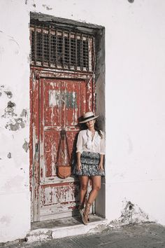 Lace up Blouse, Espadrilles, Black and White Skirt, Straw Hat and Cognac Bag Espadrilles Outfit, Lace Up Espadrilles, Spring Street Style, Spring Summer Fashion, Pose, Collage Vintage, Black And White Skirt, Vintage Girls, Color Street