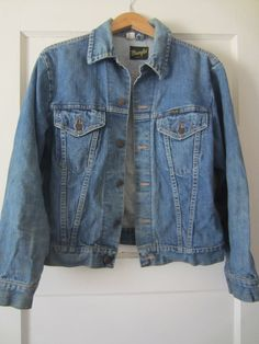 Wrangler Denim Jacket, Men M Women M-L // Vintage Two Pocket Denim Jacket Denim Jacket Men, Denim Jackets, Denim Cotton, Almost Always, Blue Jeans, Lady, Sleeves, How To Wear, Shopping
