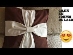Cojín en forma de lazo - YouTube Tableware, Youtube, Crafts, Home Decor, Model, Home, Decorative Bed Pillows, Covering Chairs, Kids Pillows