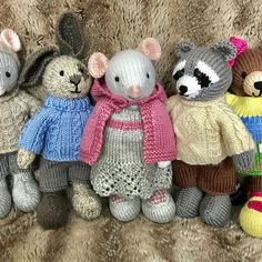 Knitted Bunnies, Knitted Animals, Knitted Dolls, Knitting Paterns, Knitting Videos, Crochet Patterns, Crochet Crafts, Yarn Crafts, Crochet Toys