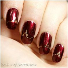 Are you looking for some holiday nail art? Check out some christmas nail art, christmas nail art designs, christmas nail ideas and easy christmas nails that you can try during your holiday season. Christmas Nail Art Designs, Holiday Nail Art, Christmas Design, Christmas Nail Designs Easy Simple, Chrismas Nail Art, Snowflake Designs, Nail Art Noel, Nagellack Design, New Years Eve Nails