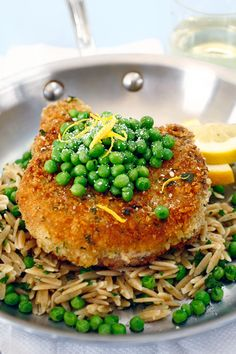 Tangy lemon stars in this recipe for pan-fried pork chops. Breaded with garlic, lemon zest and a mixture of breadcrumbs and parsley, these chops are served atop a bed of the rice-like pasta cut--orzo--and peas. Orzo Recipes, Diner Recipes, Pea Recipes, Pork Chop Recipes, Italian Recipes, Cooking Recipes, Fast Recipes, Yummy Recipes, Rice Like Pasta