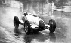 http://www.razaoautomovel.com/maquinas-do-passado/mercedes-w125-recordista-de-velocidade-em-1938-a-432-7-kmh | Mercedes W125: recordista de velocidade a 432.7 km/h…desde 1938!