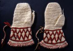 Nalbound mittens, Ruokolahti, South Carelia, Finland. Prior to 1907. Length 29.5 cm, width 8-18 cm.