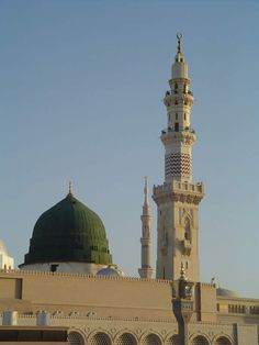 Green Dome Al-Masjid al-Nabawi Medina Saudi Arabia Al Masjid An Nabawi, Mecca Masjid, Masjid Al Haram, Famous Landmarks, Famous Places, Islamic Images, Islamic Art, Islamic Pictures, Medina Saudi Arabia