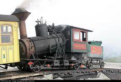 Net Photo: Ammonoosuc Mount Washington Cog Railway (s) at Mount Washington, New Hampshire by Mitch Goldman Mount Washington, Old Trains, Electric Train, Train Pictures, Train Engines, Train Layouts, Steam Engine, Steam Locomotive, Train Tracks