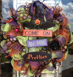 Come in My Pretties deco mesh Halloween Wreath via Etsy Fröhliches Halloween, Halloween Mesh Wreaths, Halloween Outfits, Holidays Halloween, Holiday Wreaths, Halloween Clothes, Halloween Banner, Winter Wreaths, Fall Crafts