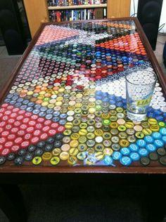 Tampa de mesa decorada com Tampinhas de garrafa                                                                                                                                                      Mais