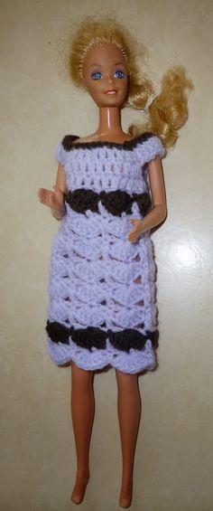 Une jolie robe pour Barbie Blog Crochet, Barbie Dolls, Doll Clothes, Dresses, Fashion, Doll Dresses, Barbie Patterns, Barbie Outfits, Barbie Dress