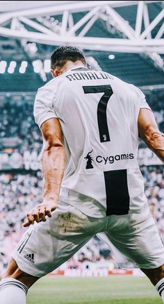 My one and only idol ! Will support you forever Cr7 Juventus, Cr7 Messi, Juventus Players, Cristiano Ronaldo Juventus, Best Football Players, Football Is Life, Soccer Players, Cristiano Ronaldo Wallpapers, Juventus Wallpapers
