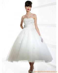 2013 Brautkleid aus Tüll und Taft Herzförmiger Ausschnitt Verziertes Korsett und teelanger Ballrock