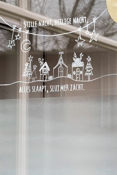 Fantastic How to decorate I window with chalk marker + Contest - explanation Christmas Salon, Christmas Snow Globes, Christmas Love, Christmas Crafts, Xmas, Christmas Window Decorations, New Years Decorations, Holiday Decor, Christmas Doodles