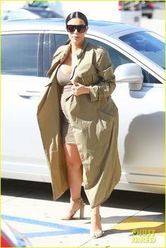 Kim Kardashian Talks to Kourtney About Scott Disick in New 'Keeping Up With the Kardashians' Clip - Watch Now! | kim kardashian pregnant kanye west movies 36 - Photo