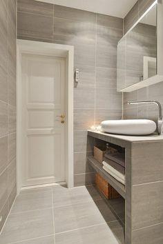 Bolig til salgs Bathroom Spa, Bathroom Toilets, Downstairs Bathroom, Bathroom Layout, Modern Bathroom, Small Bathroom, Washroom Design, Bathroom Design Luxury, Bathroom Renovations