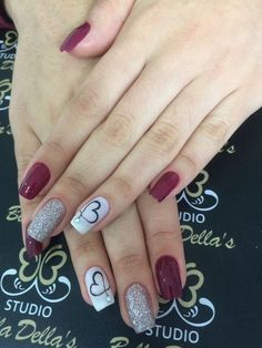Perhaps you have discovered your nails lack of some trendy nail art? Sure, lately, many girls personalize their nails with lovely … Glitter Gradient Nails, Red Nails, Red And Silver Nails, Galaxy Nails, Shellac Nails, Red Glitter, Acrylic Nails, Trendy Nail Art, Stylish Nails