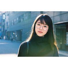 Short Hair Glasses, Korean Girl, Asian Girl, Ootd Poses, Japanese Photography, Tennis Fashion, Cute Japanese Girl, Japanese Models, Portrait Inspiration