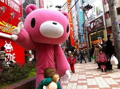 """Nós todos sabemos como dizer """"adeus"""" em japonês. Certo?Acredite ou não, os japoneses não andam por aí dizendo """"sayounara."""" Sayounara (さようなら) é significa literalmenteadeus,mas se vocênãovai viajar ou voltar para..."""